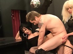 Tgirl bareback fucks suppliant