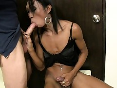 Ladyboy gives a blowjob coupled with..