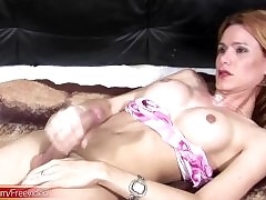 Smokin hot t-girl jerks wanting the..