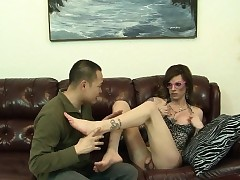 Tgirl gets frontier fingers sucked