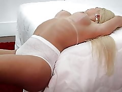 Big-busted Brazilian T-Girl