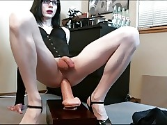 Lianna Interesting a Broad in the beam Dildo